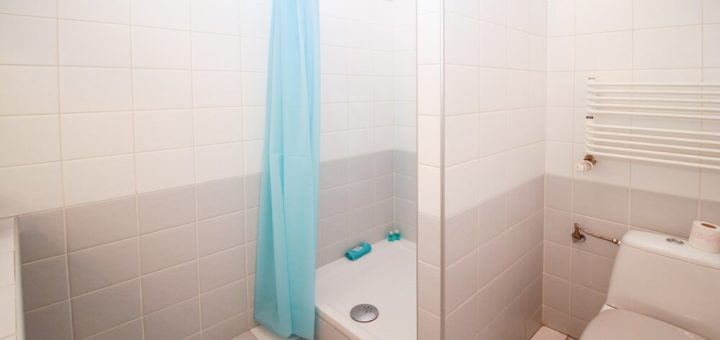 shower mat with drain hole